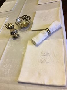 Very nice big French damask tablecloth with its 10 napkins with embroidered initials M&D and beautiful monogrammed floral motif