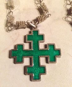 Antique necklace with celtic cross in 800/1000 silver and green enamel