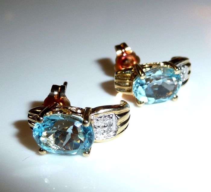 14 kt / 585 gold earrings with approx .3 ct blue topaz + 8 diamonds; small reserve price