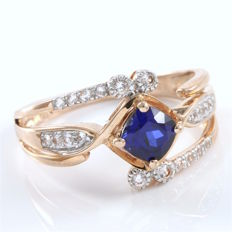 14 kt Rose Gold 1.30 ct Synthetic Blue Sapphire, 0.32ct Synthetic White Sapphire Ring  Size: 7 -- No Reserve