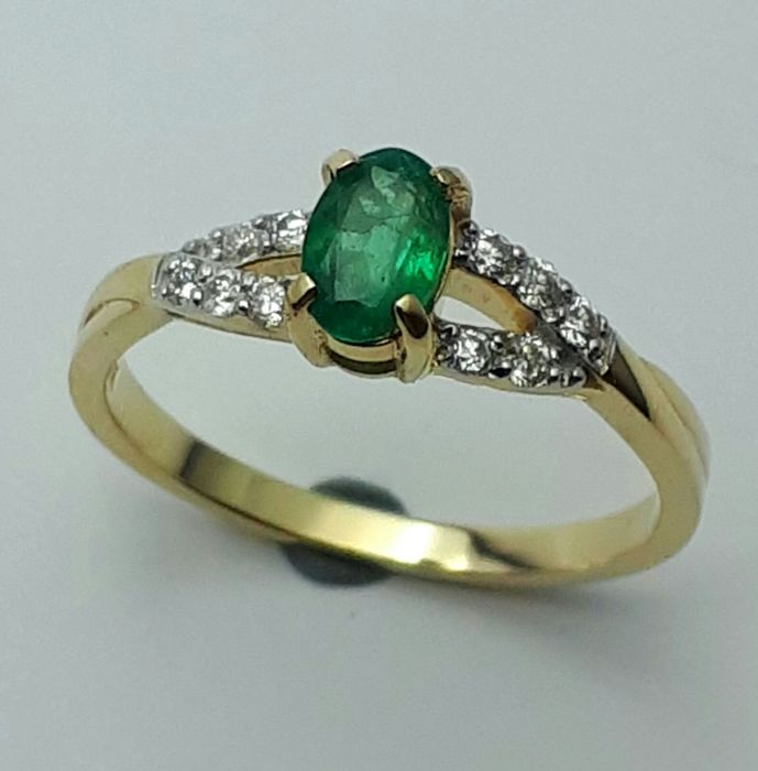 Emerald  & Diamond Ring, 14 CT Yellow & White   Gold, size 16.50mm.  No reserve price
