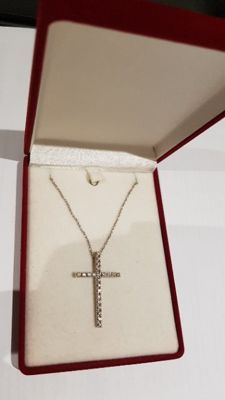 Cross-shaped pendant with diamonds of 0.66 ct, with a fine white-gold necklace