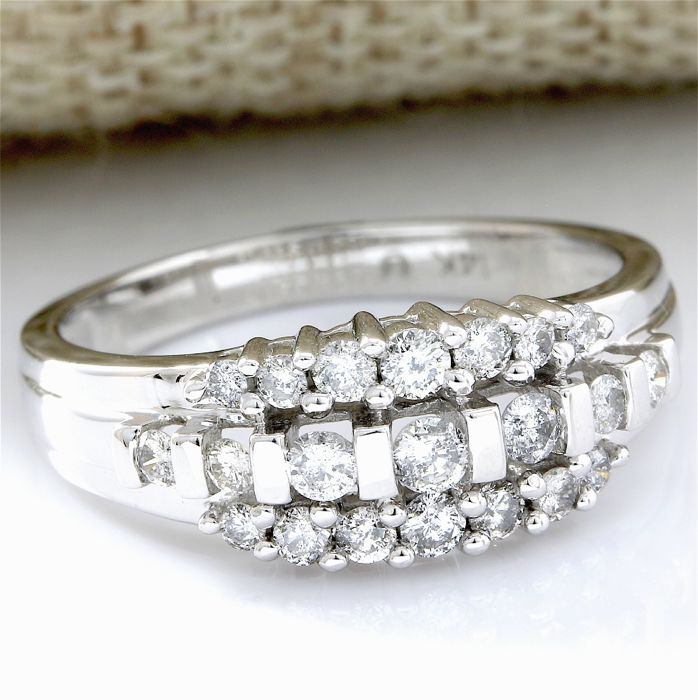 14 kt White Gold 0.58 ct Diamond Ring  Size: 7