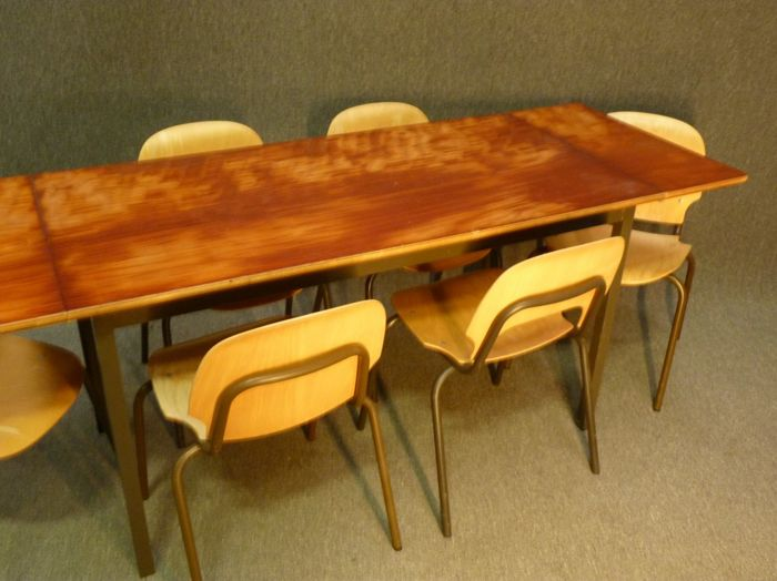 Vintage industrial dining room table with 6 chairs - Catawiki