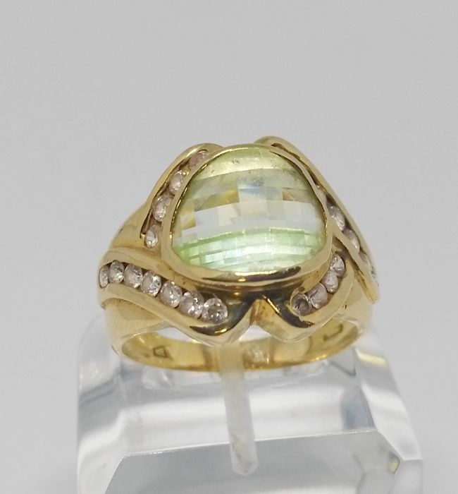 Cocktail ring in 18 kt yellow gold - chrysoberyl and zirconias - inner measurement 20 mm