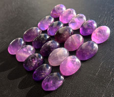 Lot of natural amethysts - cabochons in various forms - size 16 to 19 mm - 181 ct (20)