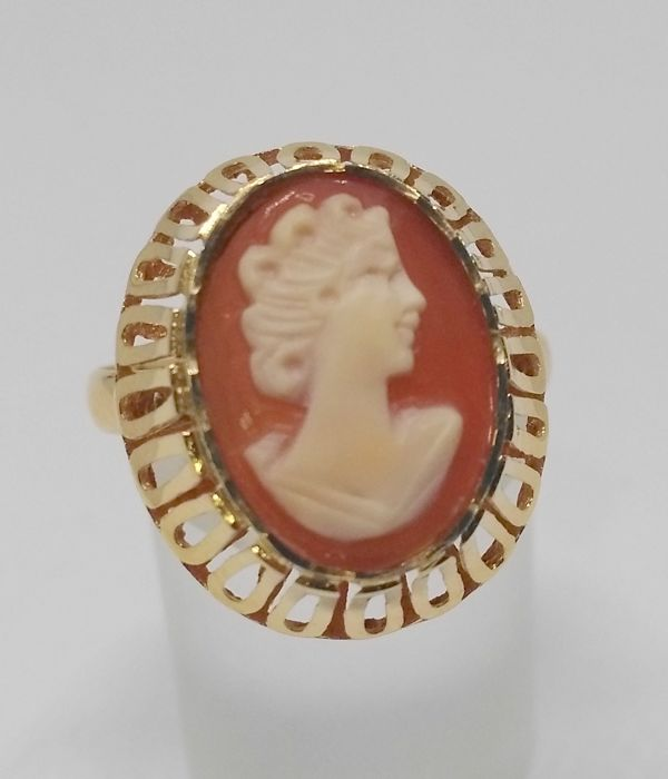 18 kt yellow gold cocktail ring - Cameo - inner diameter 18 mm