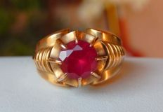 Super Antique Tank Ring in 18 kt pink gold with bright red Verneuil ruby.