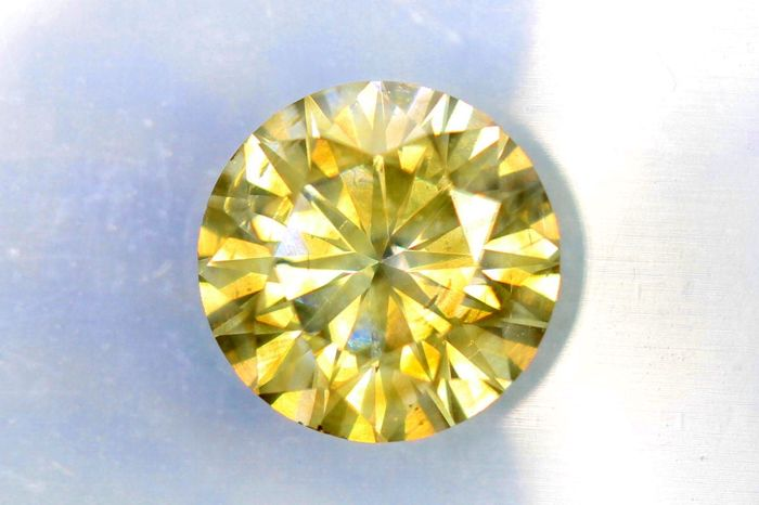 Diamant van 0.76 ct  - Fancy Greenish Yellow  - SI2 - * No Reserve Price *
