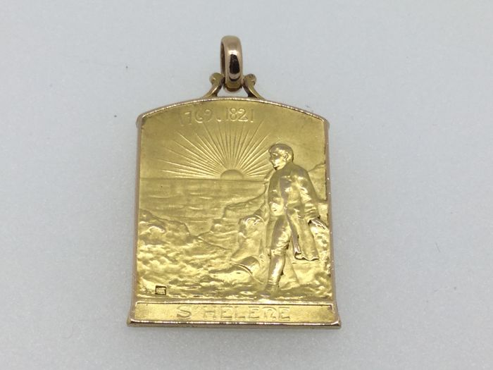 Napoleon yellow gold pendant 18 k - Napoleon on St Helena
