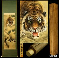 """Hanging scroll """"Tiger on Rock"""" by 伯鳳 Hakuho - Japan - early 20th century (Taisho period) w/box"""