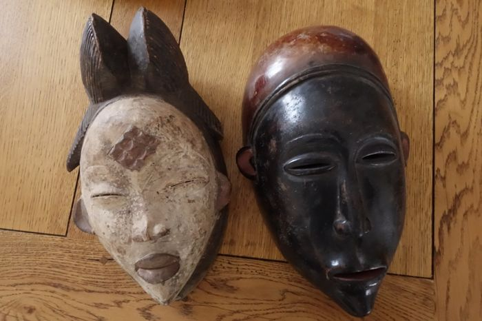 Old mask from the tribe PUNU and tribe BAOULÉ - origin GABON and IVORY COAST - wood