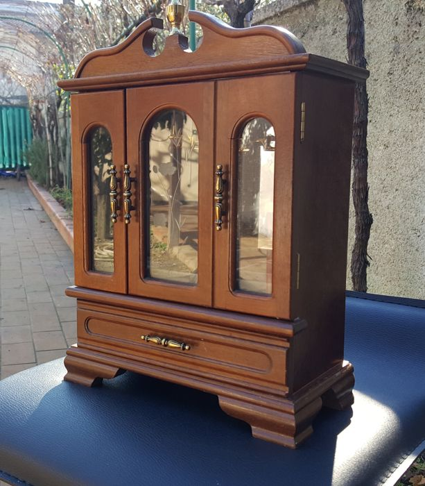 Wooden showcase with music box - 20th century