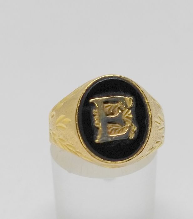 Cocktail Ring - 18 kt Yellow Gold - Letter 'E' - Interior measurement: 16.5 mm