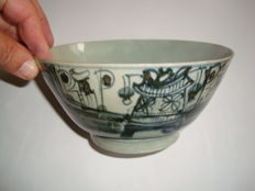 A Chinese blue and white porcelain bowl with boats and flower decoration - 175 mm x 84 mm