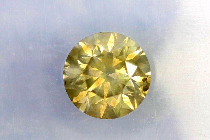 Diamant van 0.56 ct  - Fancy Greenish Yellow  - SI2 - * No Reserve Price *