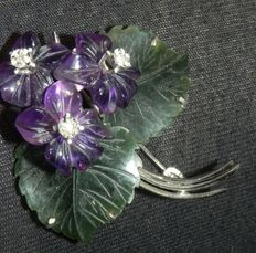 Bouquet of violets brooch, amethyst jade and diamond, 585 gold, Vienna approx. 1950