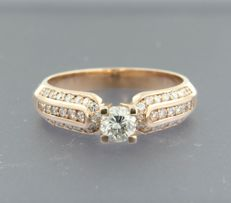 14 kt rose gold ring set with 43 brilliant cut diamonds of approx. 0.70 ct in total