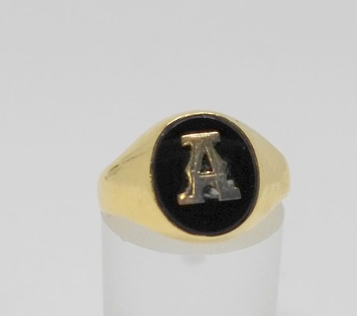 Yellow gold 18 kt cocktail ring - letter A - interior measurement 16.5 mm