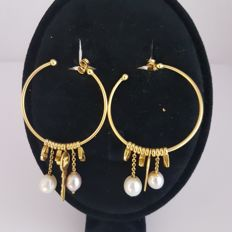 Gold 18 kt earrings and pearls. 13.51 g
