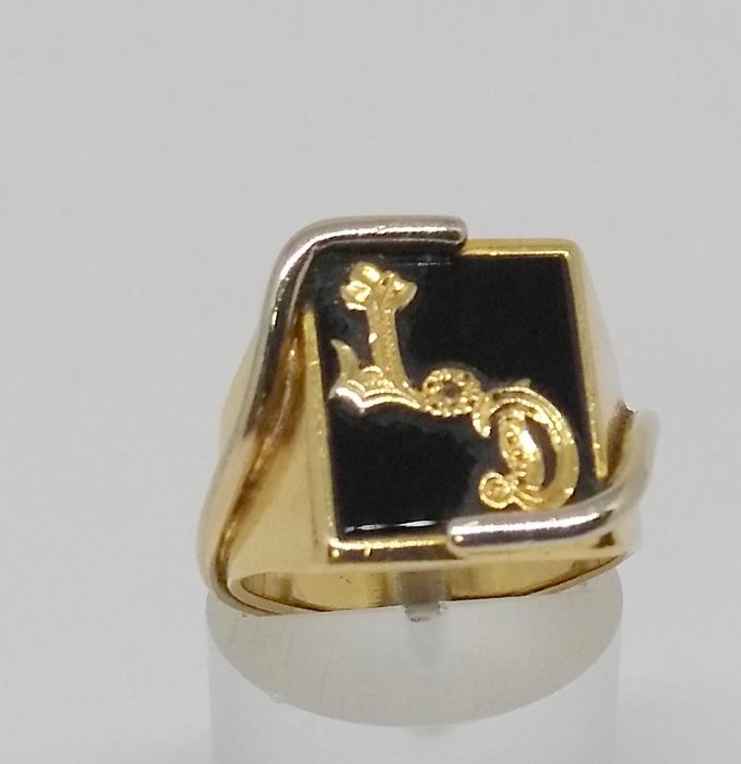 18 kt yellow gold cocktail ring - initials- inner measurements 15 mm