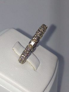 Band in size 54 in 18 kt white gold with 1.76 ct diamonds - low reserve price