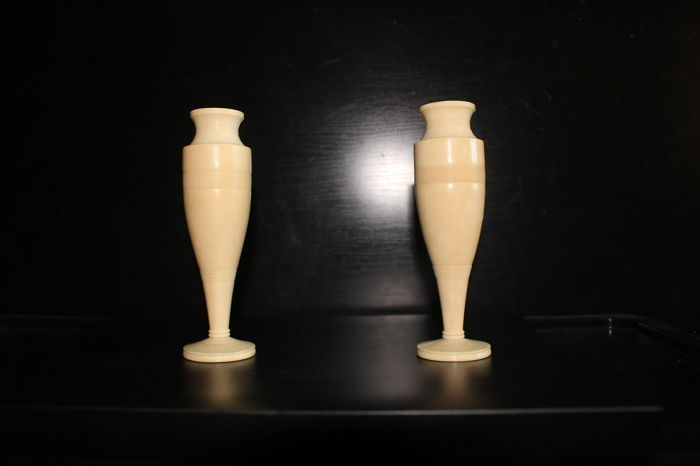 Pair of Africain old worked ivory vases with European Union CITES certificate of legal acquisition issued at Portugal