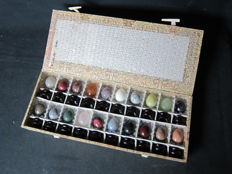 Complete box with 20 different hard stone eggs with a base - China - end of the 20th century
