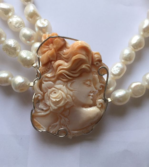 Shell cameo choker necklace