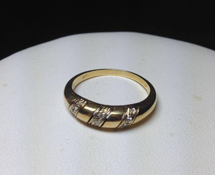 Ring in 18 kt yellow gold with 3 bands of diamonds