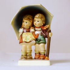 "Goebel Hummel figurine No. 71 2/0 ""under one roof"" - stormy weather"