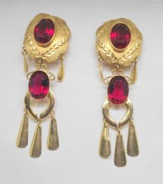 Long ladies' earrings in 18 kt yellow gold - Red stones - Length: 7.5 cm