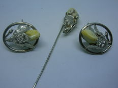 A set of men's hunting jewellery with grandels, Cufflinks + tie pin