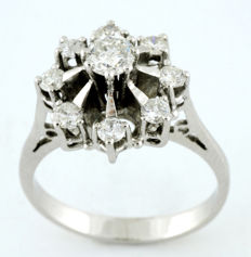 Gold Ring - Natural Central Diamond - Eight Surrounding Diamonds (Brilliant cut) of 0.78 ct (total) - (F/G/SI2)