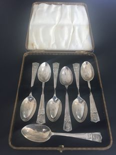 Lot of 7 pec Sterling silver coffee spoons, London, England, 1912 and 1934