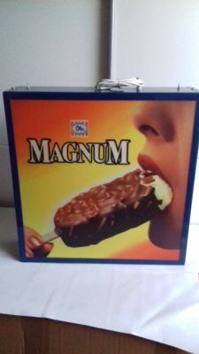 Magnum Ola light box - dubbelside - used in the 90's - 50 x 50 x 13cm