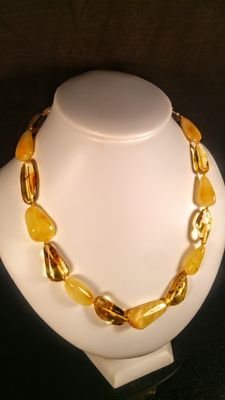 100% Genuine lemon & egg yolk colour Baltic Amber necklace, 27 grams