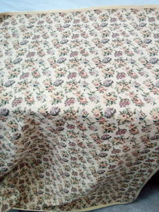 Large  Floral  Tablecloth