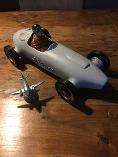 Fossil Speedway race car and plane