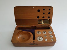 Travel scales in walnut case - The Netherlands - 20th century