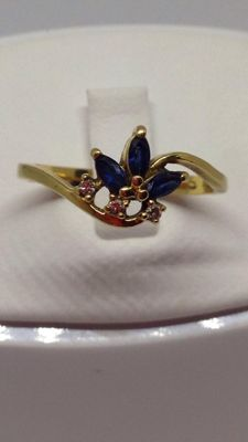 Modern ring, size 55 in 18 kt gold, with sapphires and diamonds - low reserve price