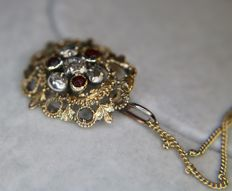 ca. 1900 Art Nouveau Pendant with 585 gold chain set with Roos cut Diamonds and old cut Garnets in refined setting. Handicraft.