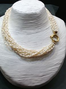Nine-stranded necklace of freshwater pearls - with circular shackle clasp - length: 45 cm