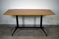 Table in the style of Gio Ponti