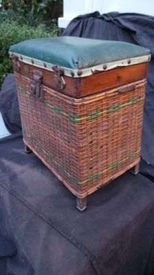 Lovely old original Fisherman's basket from 1920-1930 with many beautiful old fishing tackle compartments and zinc inner container for fishing sports use. Creel angler's sport