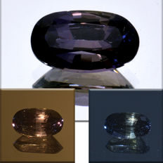 Sapphire with colour change, green-purple - 1.09 ct