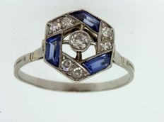 Art Deco platinum cocktail ring with brilliants and sapphire