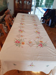 Cross stich extra large tablecloth with napkins
