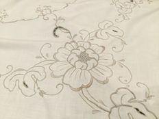 Round cotton tablecloth with embroidery and inlays Diameter 175