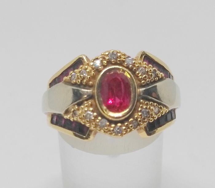 18 kt yellow gold cocktail ring - Rubies weighing a total of 1 ct - Inner diameter 17 mm